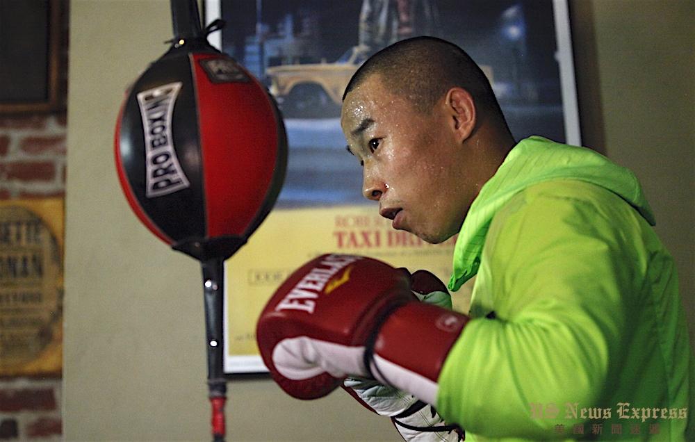 杨连慧在训练馆中挥汗如雨积极备战。庞可阳摄