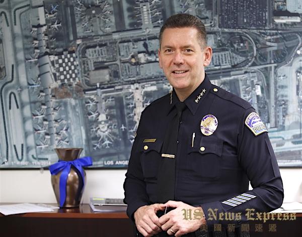 洛杉矶世界机场警局局长麦格德在接受美国新闻速递专访时回应川普言论。庞可阳摄