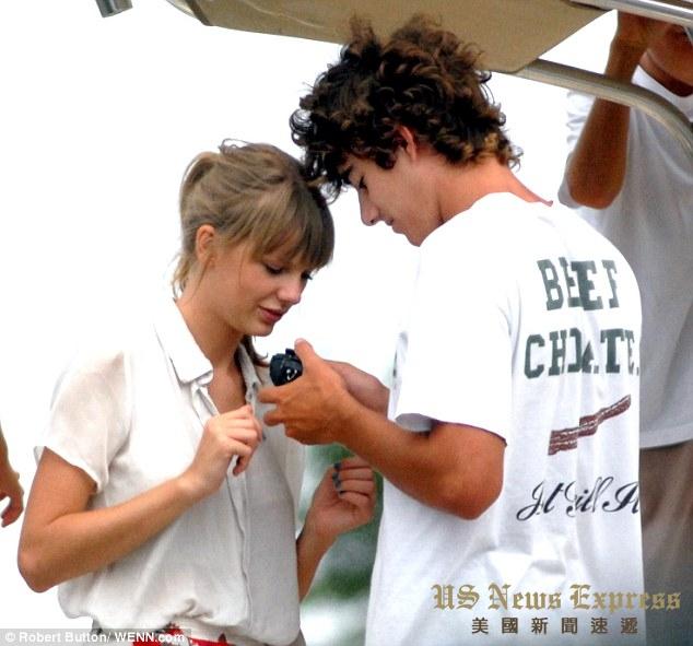 康纳肯尼迪曾与流行歌手斯威夫特有段姐弟恋。WENN图