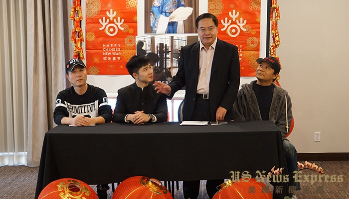 美国华人总商会会长程远(右二)表示支持李洋这样的优秀青年在演艺术事业的发展。 倪可欣摄