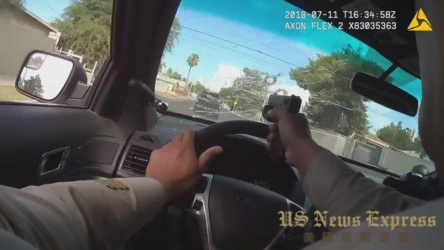 警察隔着挡风玻璃开枪。视频截图